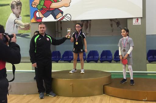 ابنة «العشر سنوات» أصغر لاعبة لبنانية في العالم تملك تصنيفاً دولياً في لعبة كرة الطاولة