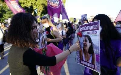 نساء وفتيات تركيا فقدن الثقة بقانون يحميهن من العنف في بلادهنّ!