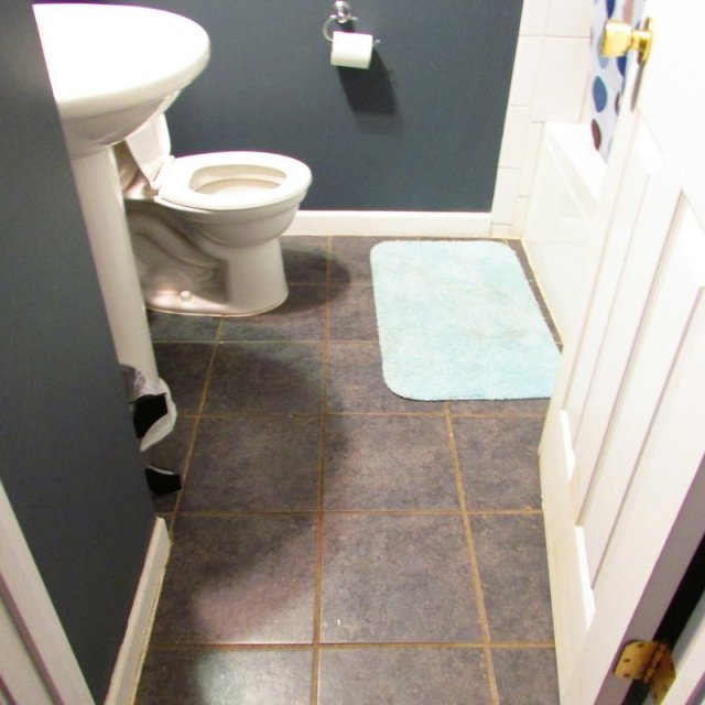 Small bathroom before remodel