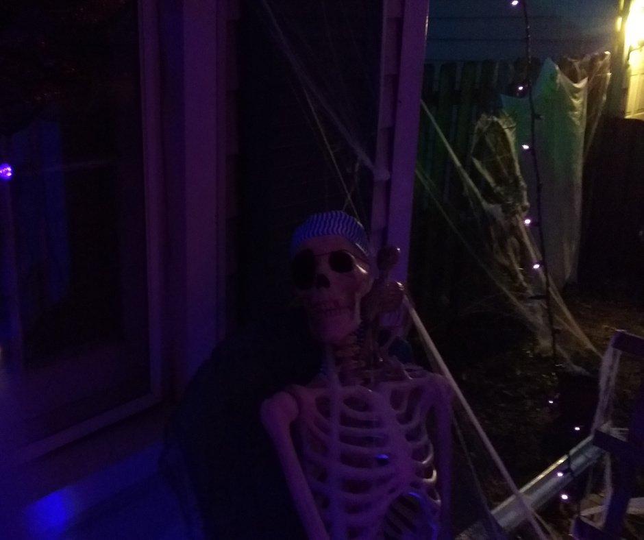 2017 Halloween Decorating Skeleton