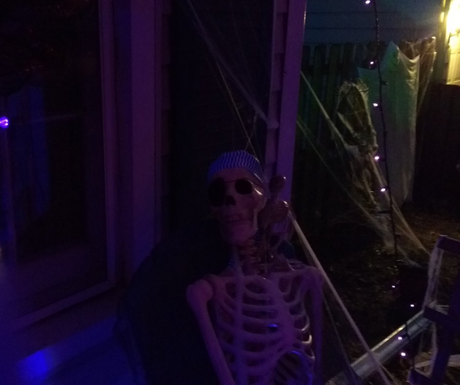 2017 Halloween Decorating Skeleton