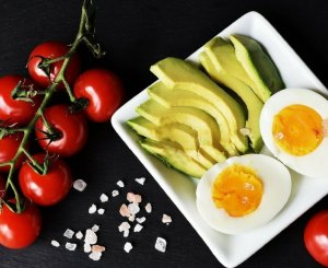 For those busy days when you're on the go, you need an easy keto snack to satisfy those snack cravings and still lose weight. Check out these ideas for low carb grab and go snacks, and some don't require any cooking at all!