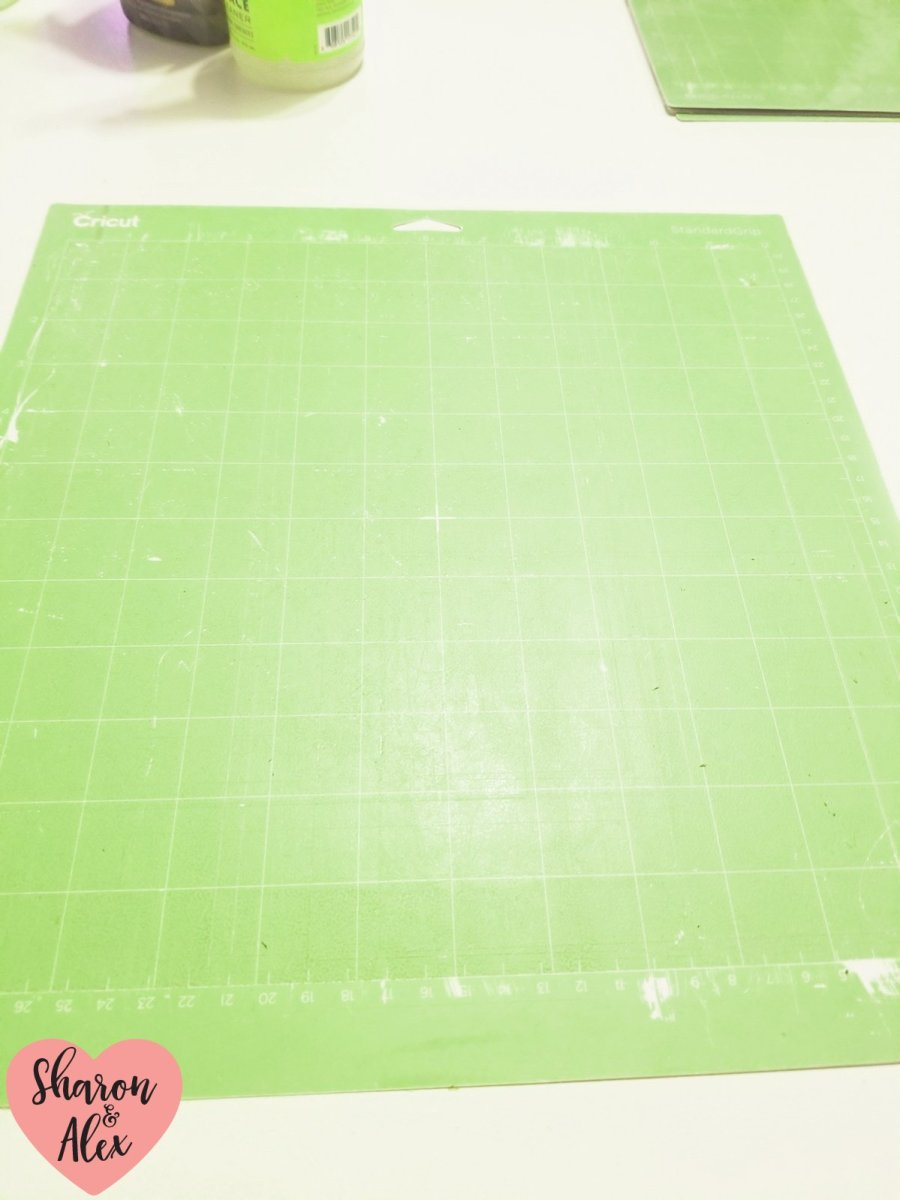 Clean cutting mat with Method