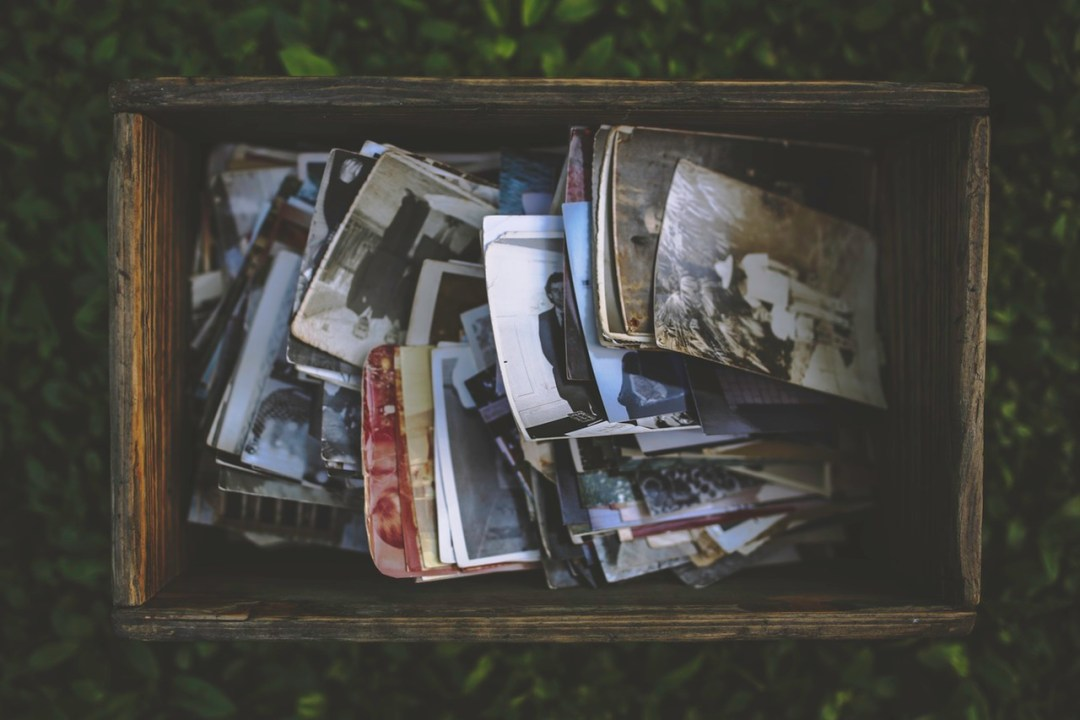 Memories-in-Color-Black-White-Sepia-Old-Photographs-in-Box