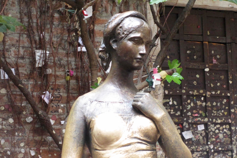juliets-courtyard-statue