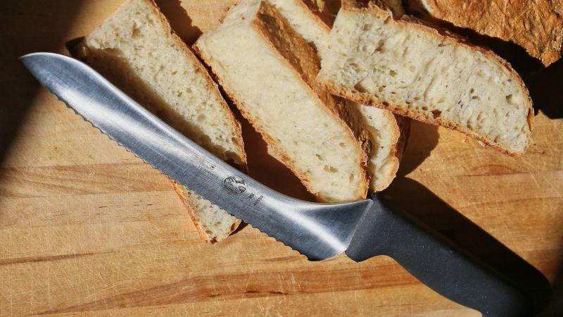 Victorinox Cutlery 9-Inch Wavy Edge Bread Knife
