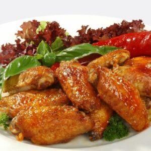 Куриные крылья, приготовленные на углях, очень мягкое, сочное и ароматное.
