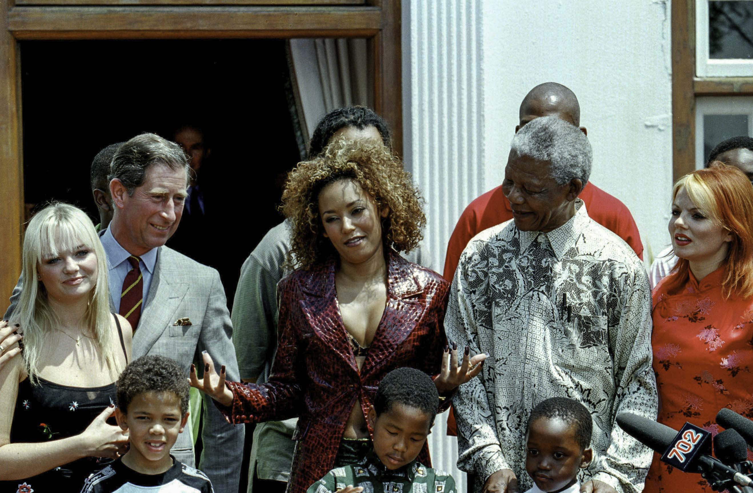 971114SH28:SAFRICA:ROYALS:WOMEN:PEOPLE:MUSIC:ENTERTAINMENT:NOV97 - Prince Tour to South Africa, Prince Charles & President Mandela meeting  Spice girls at Mandela 's house at Pretoria  (Photo by Shaun Harris / www.afrikamoves.co.za) HORIZONTAL MADIBA KIDS GINGER