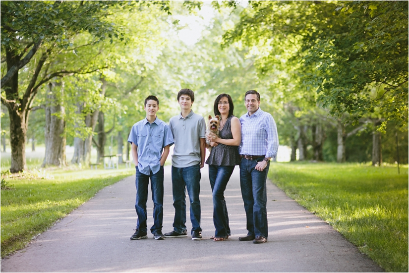 Family_Sesssion_With_OLder_Kids_Teenage_Boy_Family_session_how_to_pose_0002