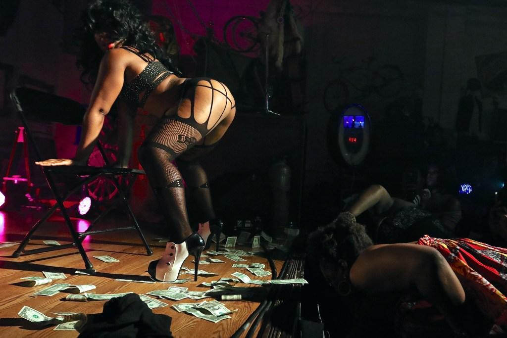 Black Neo-Burlesque - ShayAuLait.com