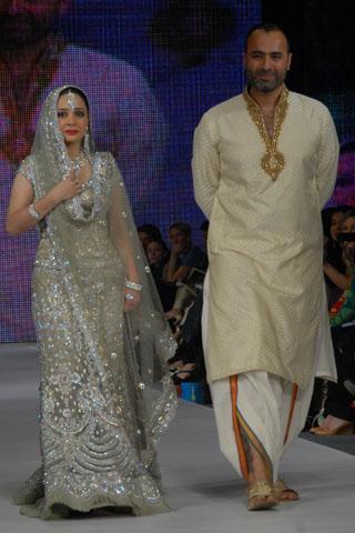 Dulha Dulhan Walima Dresses and Bridal Walima Lehnga Wear