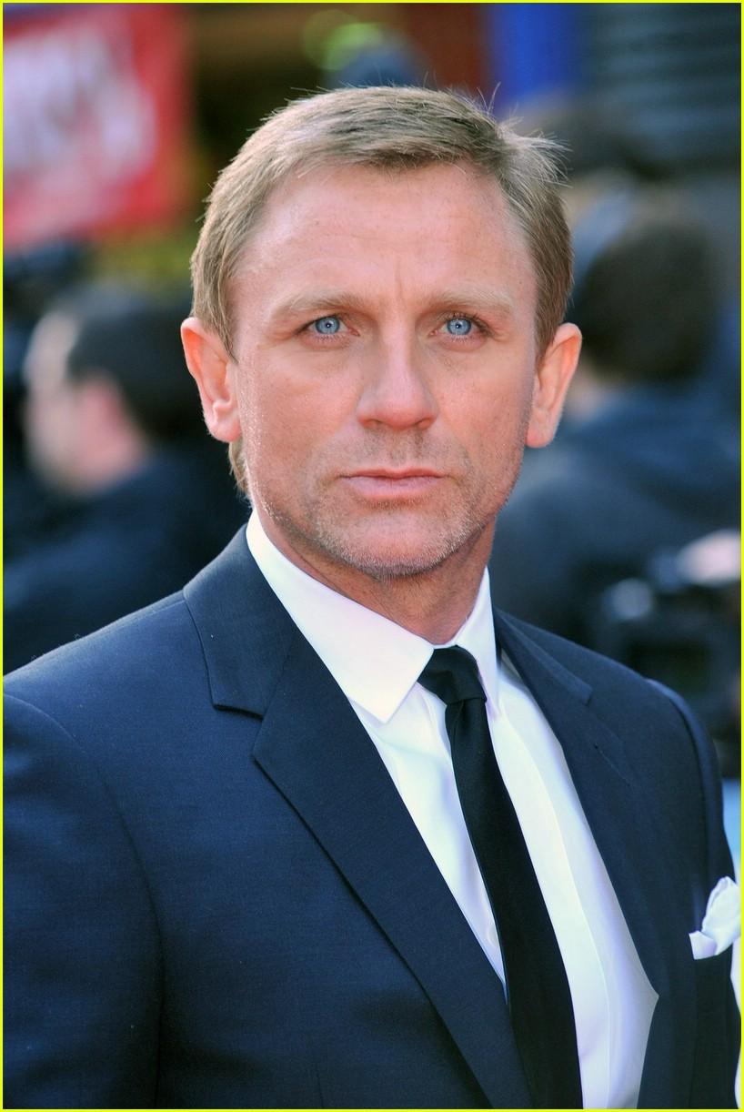 Daniel Craig Blues Eyes Color and Blue Suit Dress  SheClickcom
