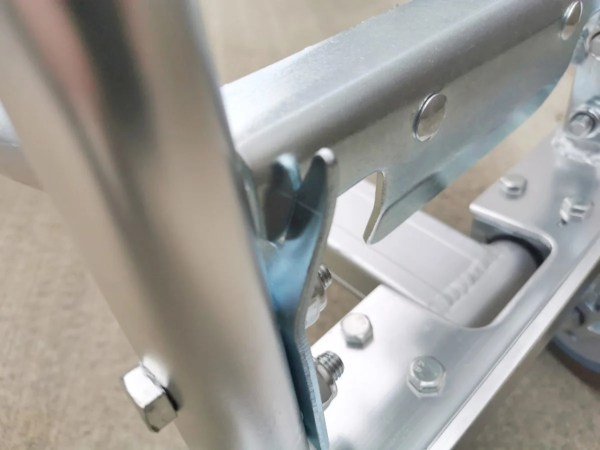 the clipping locking mechanism on the 3 in 1