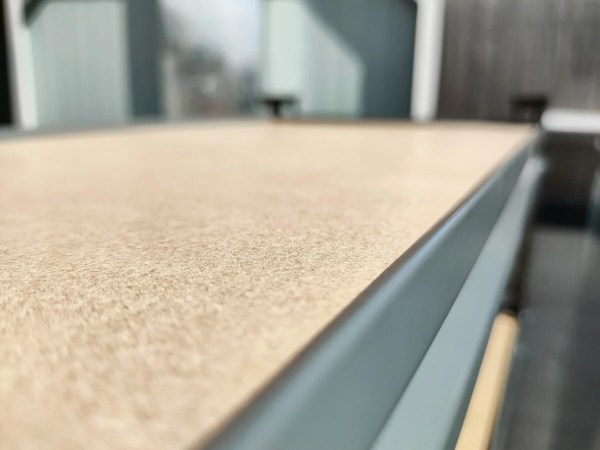 A macro close-up shot of the edges of the unit showing that they are rounded and not sharp
