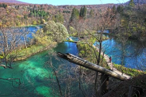 Blick von oben auf die Landschaft im Plitvice Nationalpark