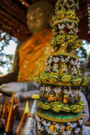 Buddhistische Terrasse im Wald