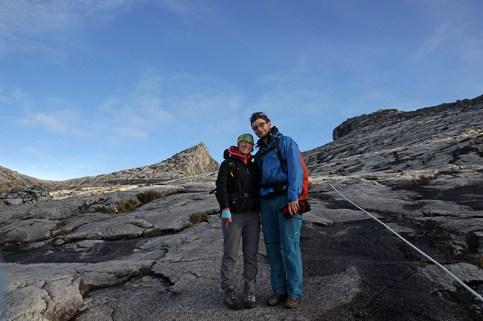 Hinter uns der Gipfel Low's Peak