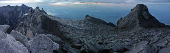 Mount Kinabalu im sanften Licht des neuen Tages