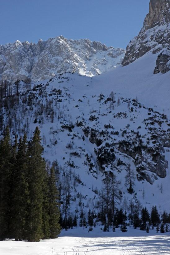 Blick zurück auf die steile Abfahrt aus dem Brendlkar