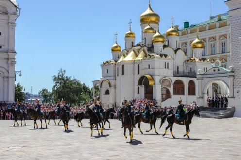 Prozession auf dem Platz der Kathedralen