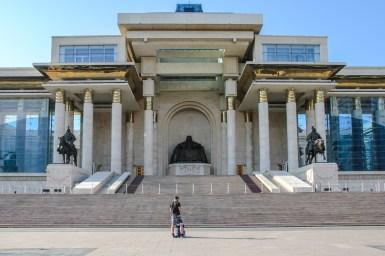 Mongolisches Parlament mit Dschingis Khan