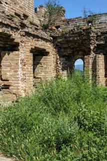 Einer von zahlreichen Wachttürmen, mal mehr mal weniger gut erhalten