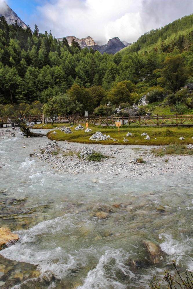 Auf dem Weg zu den Luorong Grasslands