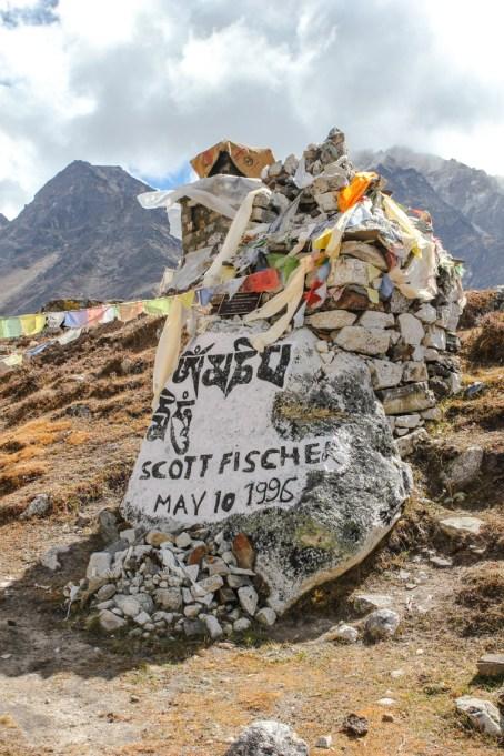 Steindenkmal für Scott Fischer, eines der Opfer beim Unglück von 1996