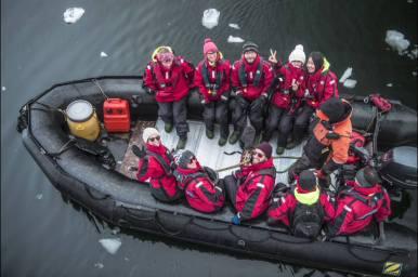 Mit Zodiacs machen wir unsere Landausflüge oder einfach nur Cruises durch das Eismeer