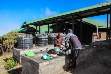 Abwaschen auf der Saddle Hut