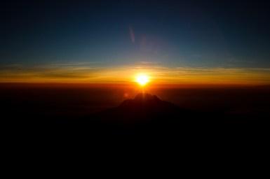 Sonnenaufgang hinter dem Mawenzi (5.148m)