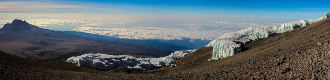 Gletscher am Uhuru Peak mit Mawenzi links