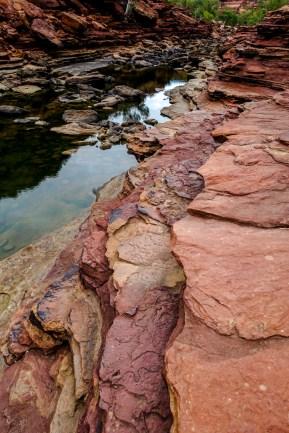 Unten am Murchison River, der die Schluchten geformt hat