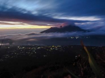 Morgendämmerung über dem Mount Agung, höchster Vulkan Balis