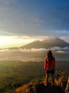 Auf dem Gipfel des Mount Batur: Blick auf den Mount Agung