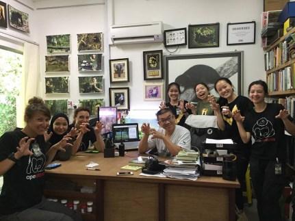 Die Freiwilligen zusammen mit Wong