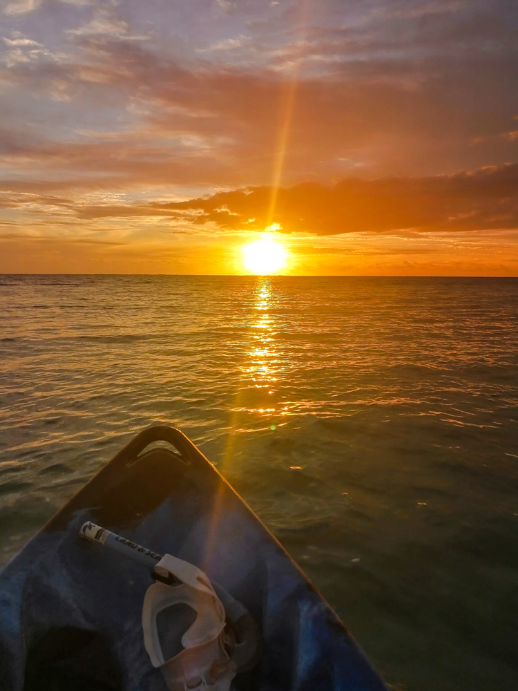 Kajakfahren im Sonnenuntergang