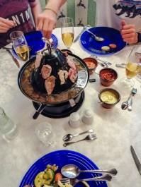 Tiroler Hut: Eine Art Mischung auf Fondue und Raclette