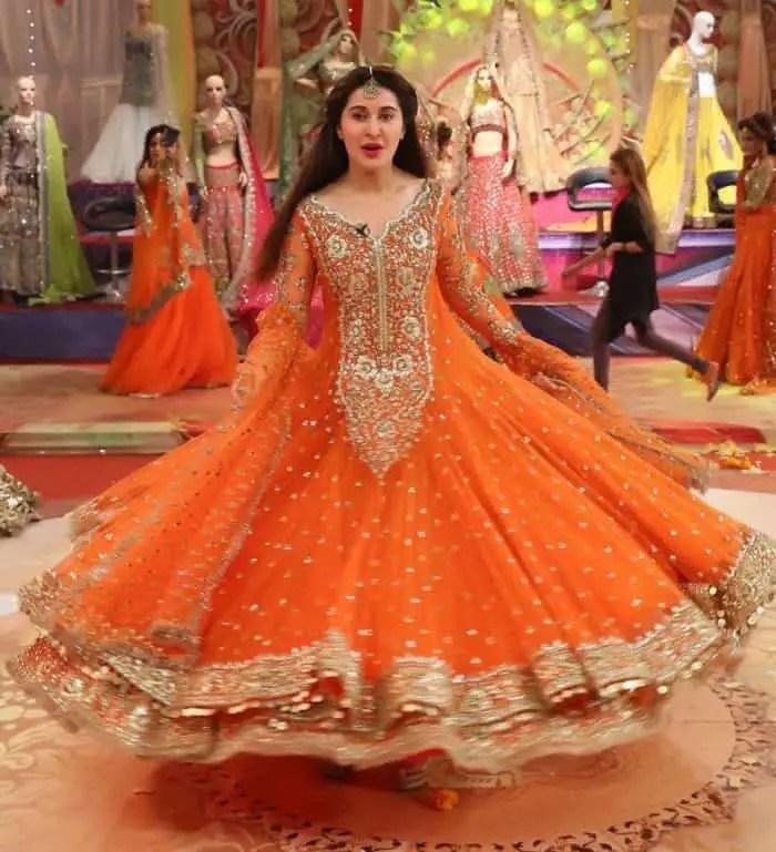 30 Latest Pakistani Bridal Mehndi Dresses Pictures 2019