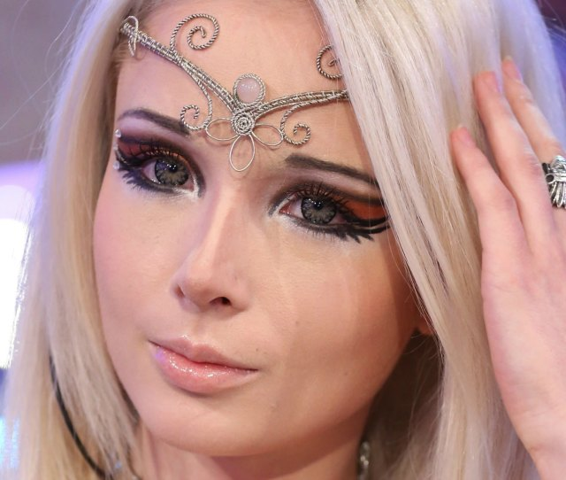 10 Pictures Of Human Barbie Valeria Lukyanova That Prove Shes A Real Girl