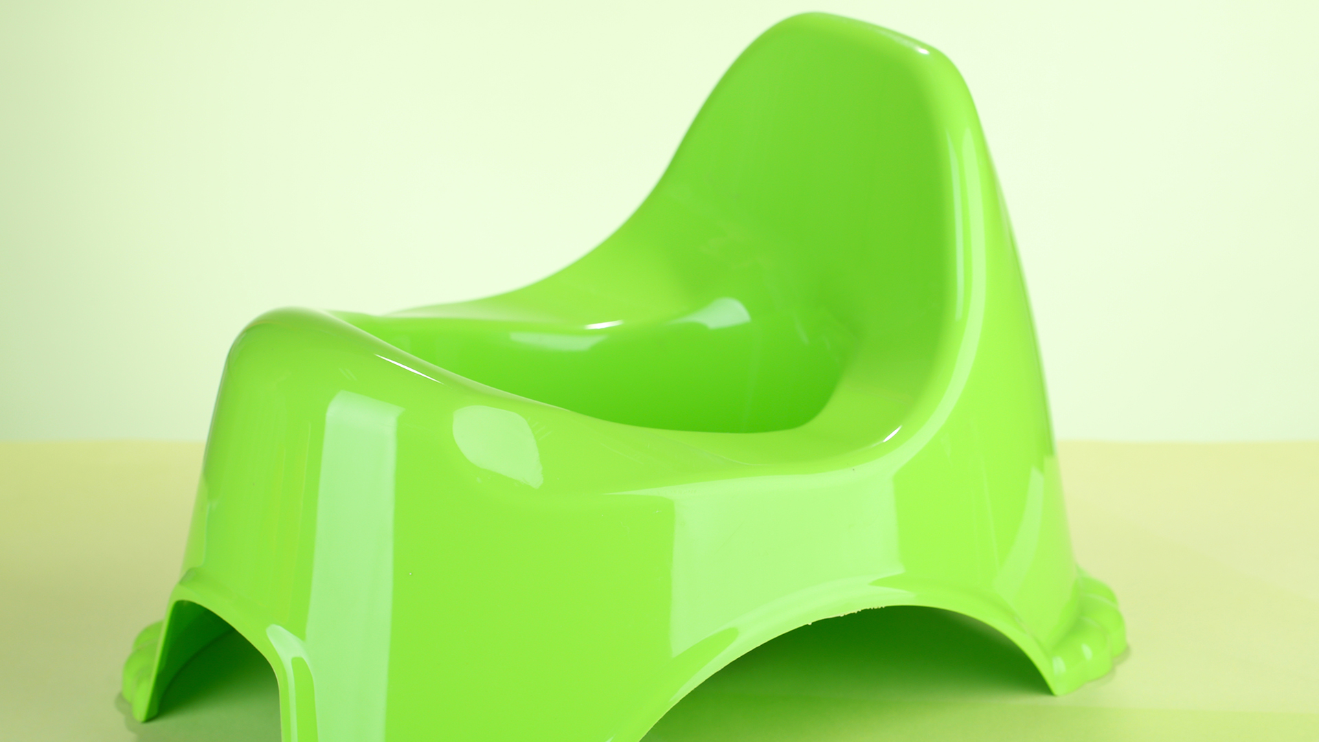 Durable Potty Chairs to Prep Them for the Real Thing