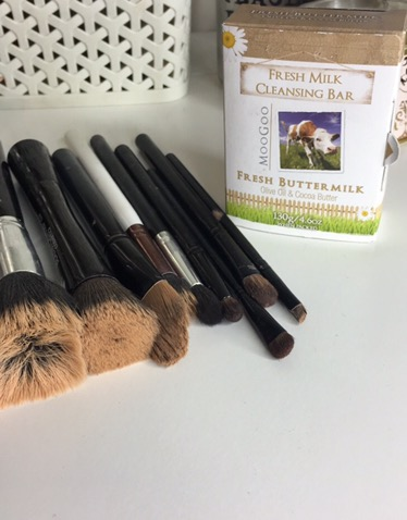 How I Clean My Make-Up Brushes