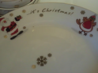Christmas dinner plate from B&M featuring a cartoon Santa and robin