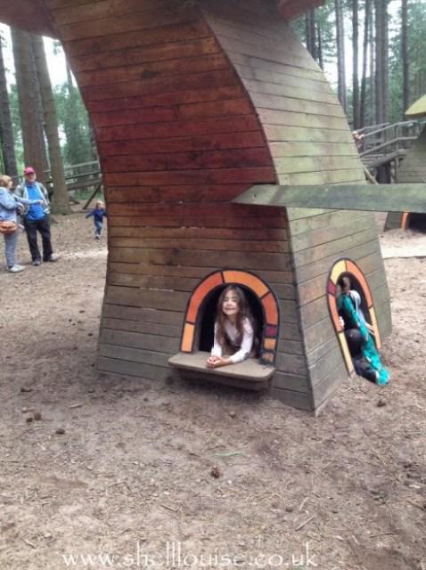 Ella in the playhouses