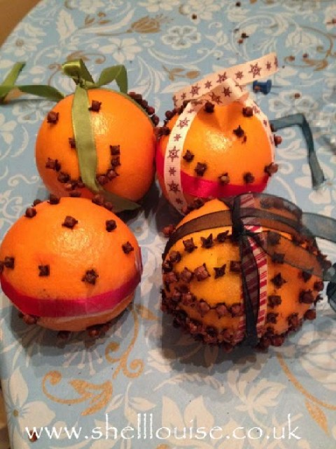 the finished Christmas pomanders