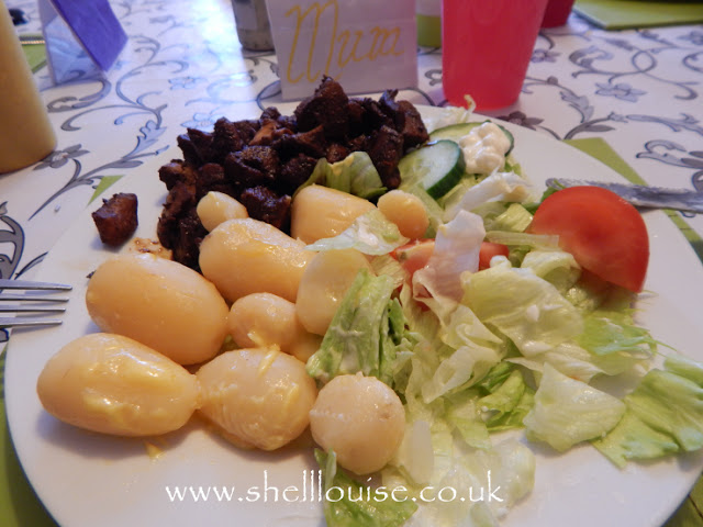 Sticky chicken, potatoes and salad
