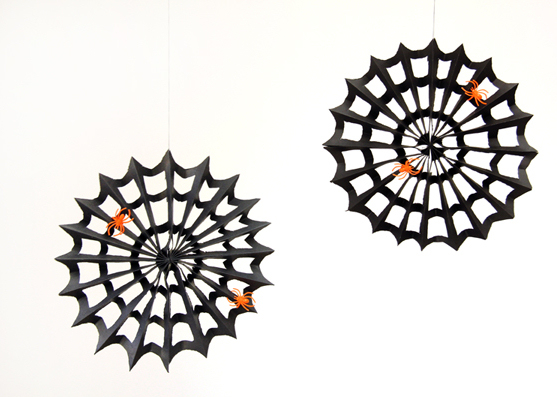 Paper spider webs - Halloween paper crafts