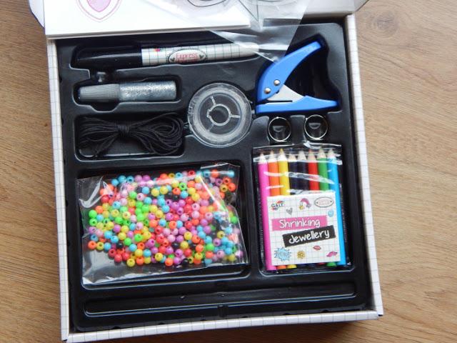 Contents of Galt shrinking jewellery Fashion design kit