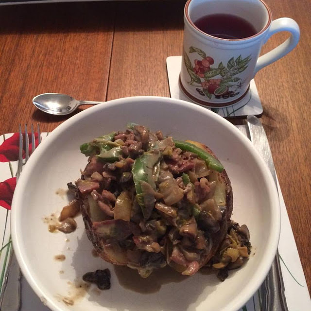 Slimming World jacket potato and mixed vegetable topping