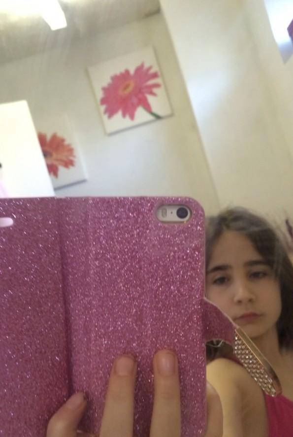 Ella selfie